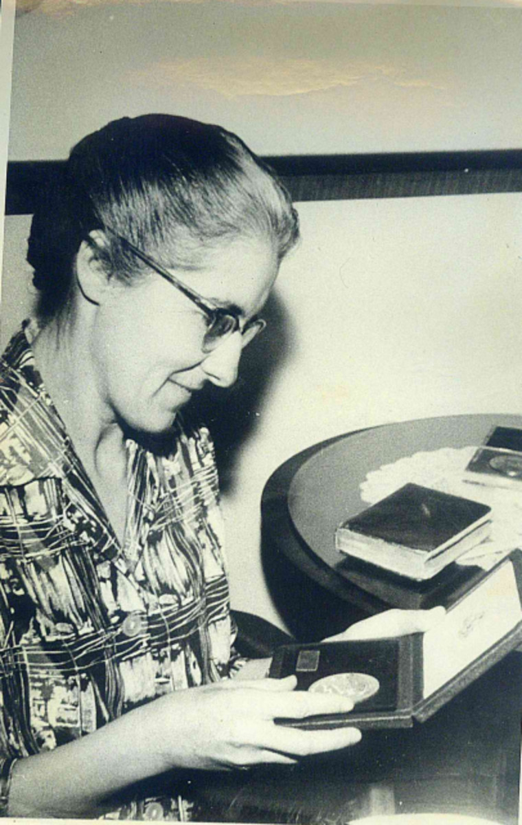 ESDA | Silva, Yolanda Anversa (1917–2010)